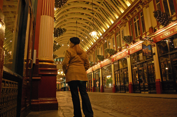 This market (Leadenhall) is located near our hotel. It's quiet at night: London pubs have last call at 11PM!