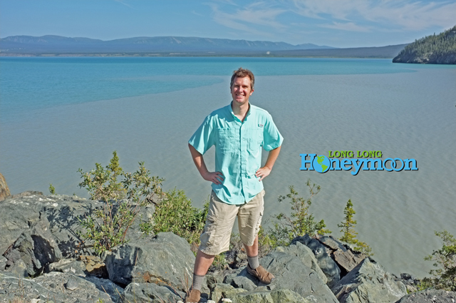 Sporting a Columbia PFG shirt (in the Tamiami II style) at the Yukon's awesome Kluane Lake. Never let grizzly bears see you sweat!